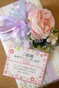 花飾りカード付きラッピングサンプル